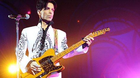 PHOTO: Singer Prince